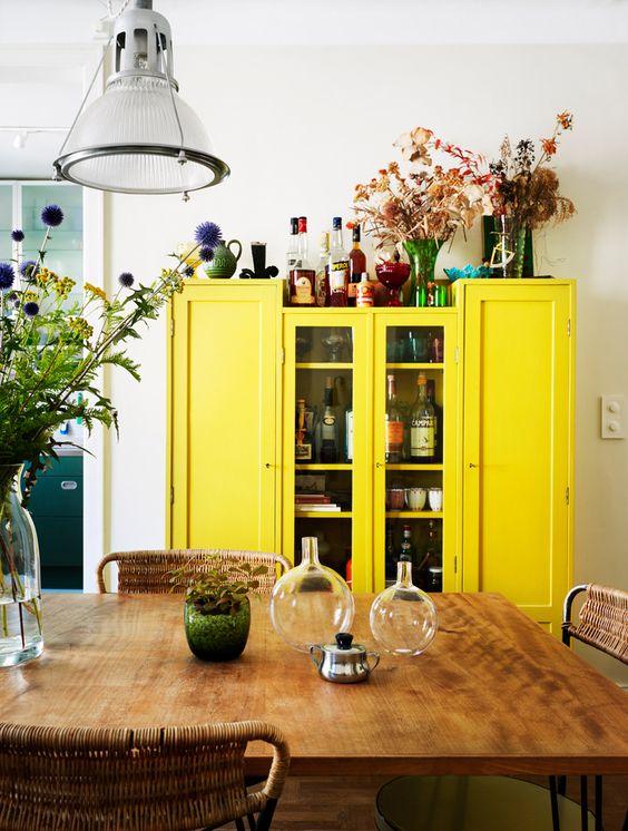 kolory pantone, trendy kolorystyczne 2017, wiosenne dekoracje domieszkania, salon wstylu skandynawskim