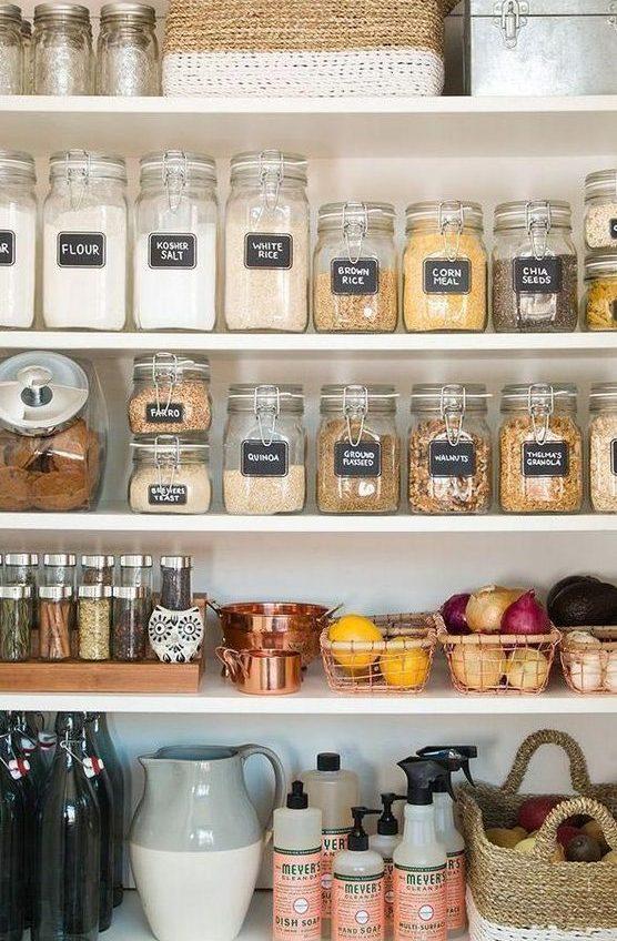 kuchnia wstylu rustykalnym, kuchnia farmhouse, jak urządzić kuchnię, dodatki dokuchni