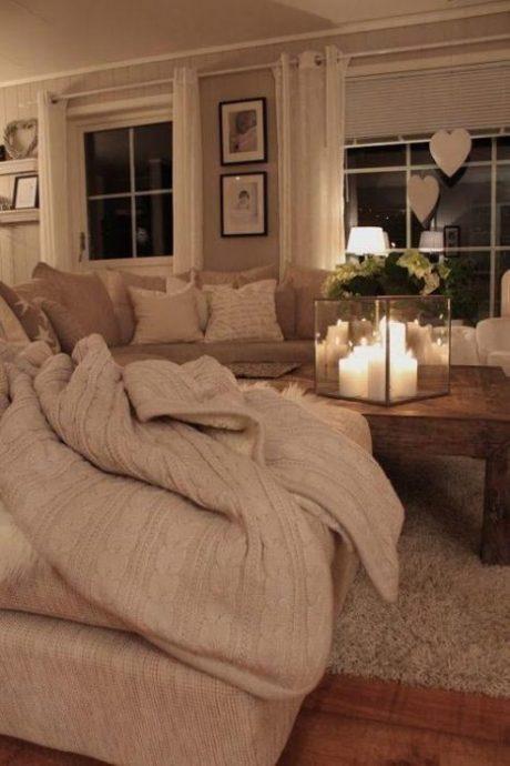 ciepłe tkaniny, jesienny dekor, świece