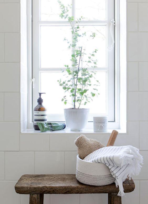 łazienka wstylu skandynawskim, dekoracja łazienki, rośliny włazience