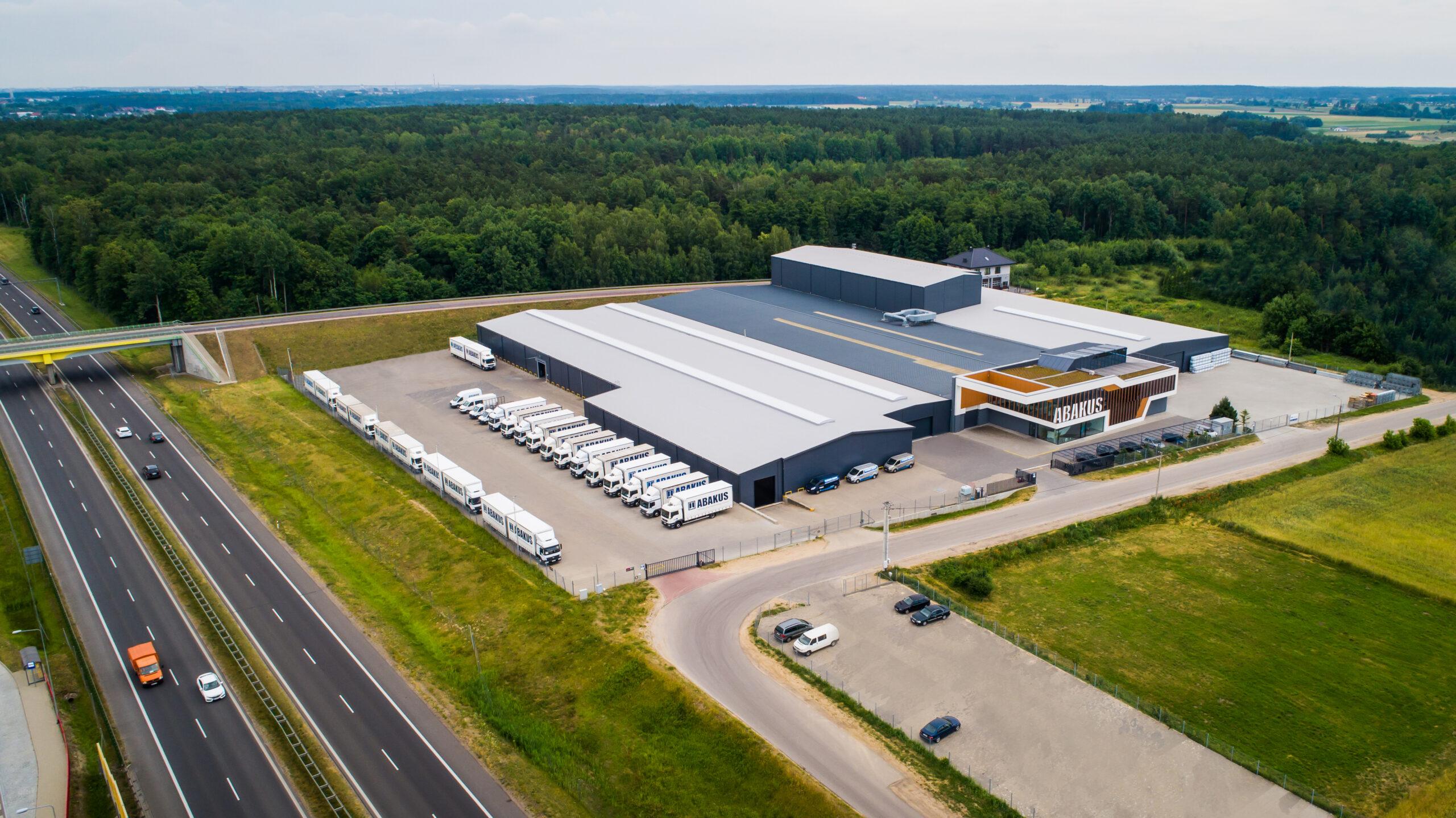 Jak działa jeden znajwiększych parków maszynowych wEuropie Abakus Okna S.A.?