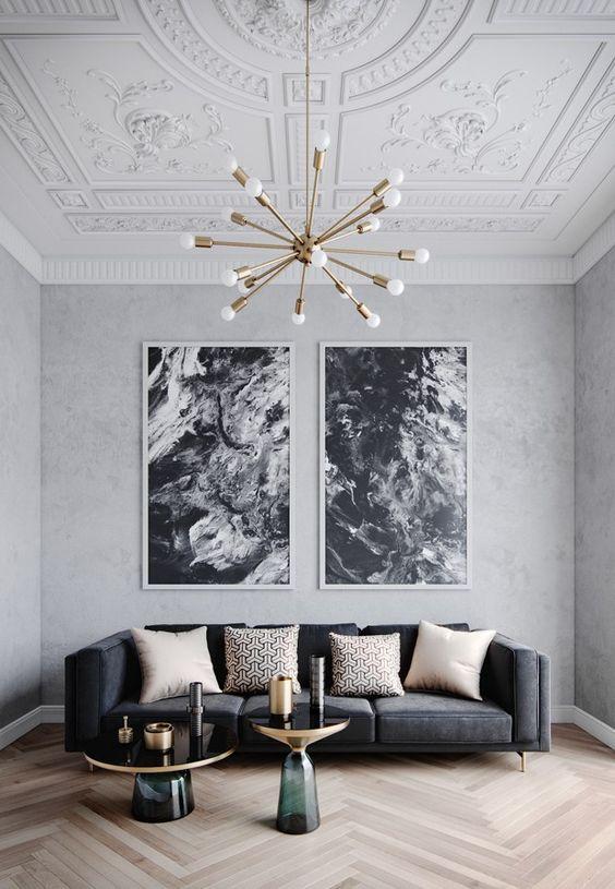 dom wstylu paryskim złoty żyrandol