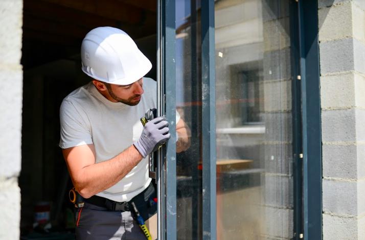 Budowa domu – kiedy wstawiać okna?