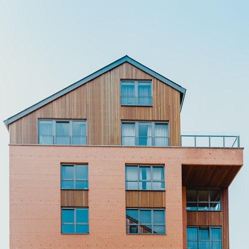 Kiedy wstawiać okna, kiedy zamawiać okna, kiedy montować okna wdomu, montaż okien, jak zabezpieczyć okna wczasie budowy, kiedy wstawiać okna donowego domu, kiedy wstawiać okna dostanu surowego, ciepły montaż okien, montaż okien naciepło