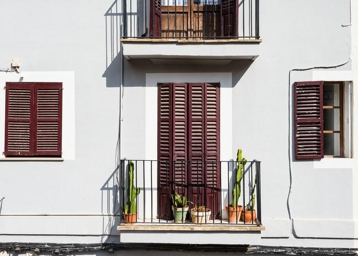 jak urządzić balkon, balkon inspiracje, balcony stories, co nabalkon, pergola balkonowa, jak urządzić balkon dla dziecka, jak urządzić balkon wbloku, kwiaty, palety, balustrady, pergola balkonowa zsiedziskiem, pergola balkonowa nawymiar, pergola balkonowa zdonicą, pergola balkonowa zeskrzynią, trawka nabalkon, mata osłonowa nabalkon, trawa balkonowa, piaskownica nabalkon, huśtawka nabalkon, pufa nabalkon, komplet nabalkon, styl urban jungle, styl boho, lampiony nabalkon, siedzisko nabalkon, skrzynia nabalkon,