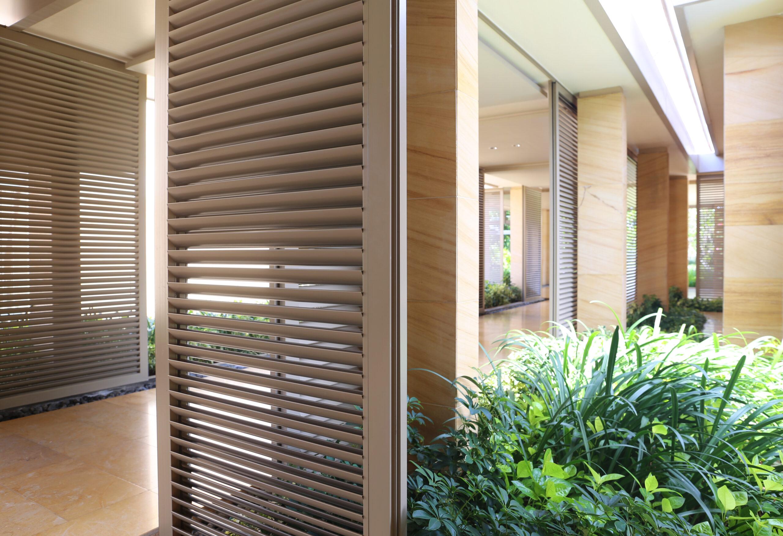 Okiennice typu shutters —doskonała alternatywa żaluzji irolet