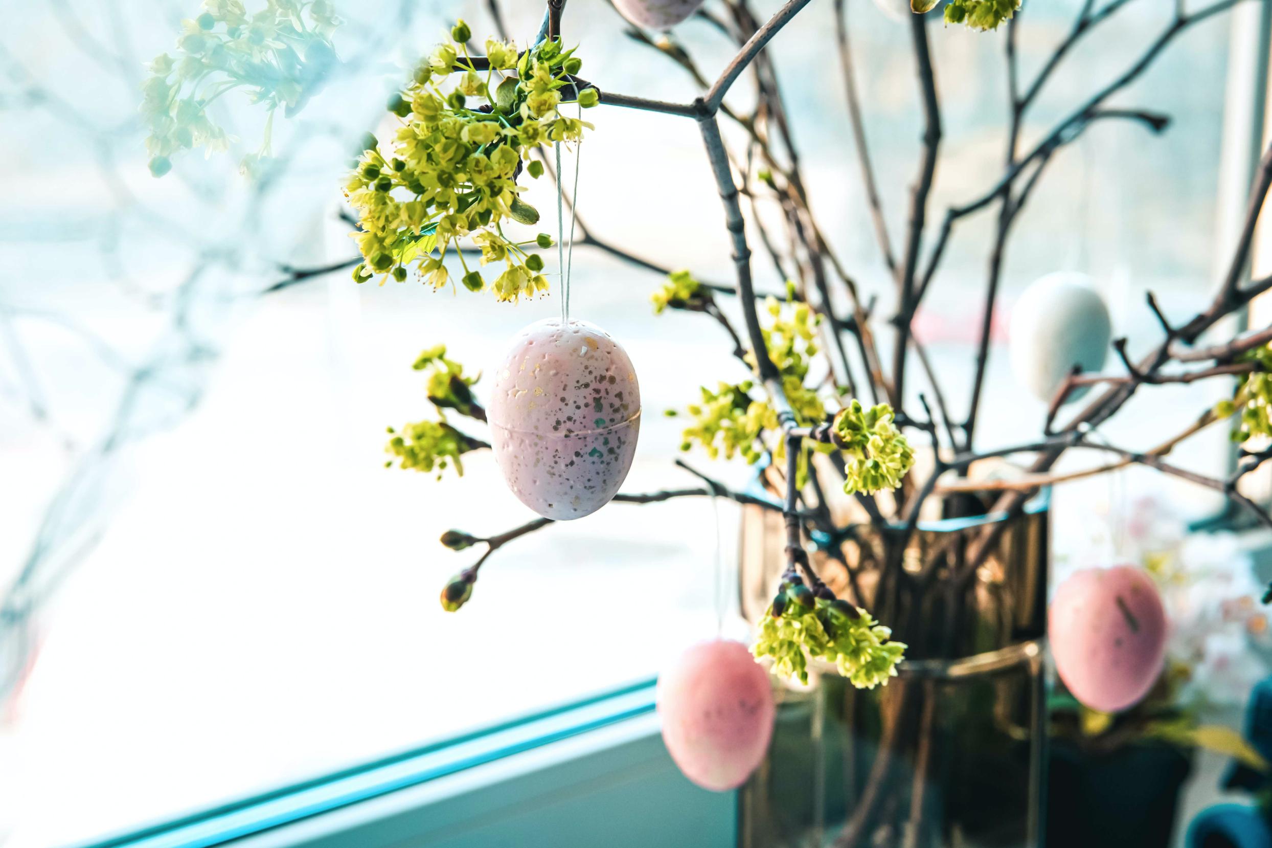 Wielkanocne dekoracje okien idrzwi